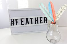 DIY met washi-tape, een leuk idee om creatief aan de slag te gaan! Diys, Om, Feather, Bricolage, Quill, Feathers, Diy, Furs, Do It Yourself