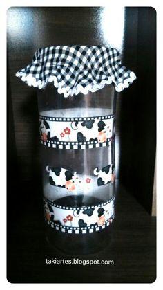 Pote de plástico decorado com vaquinha!