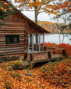 Amazing Tips to build your dream log cabin home in the mountains or next to a river. A must-have to take refuge from our crazy life. Cozy Cabin, Cozy Cottage, Beautiful Homes, Beautiful Places, Cabin In The Woods, Little Cabin, Log Cabin Homes, Cabins And Cottages, Home Interior Design