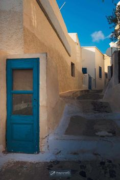 Santorini is known for its sprawling whitewashed villages clinging to the high sea cliffs overlooking the Aegean Sea. But there are so many places to visit in Santorini that it will surprise you. There is so much to do on this gorgeous Greek island. | Blog by the Planet D | #Travel #Santorini #Greece | what to do in santorini | things to do in santorini | greece santorini things to do Santorini Travel, Santorini Greece, Cool Places To Visit, Places To Travel, Things To Do In Santorini, Traveling Europe, Art Drawings Sketches Simple, Greatest Adventure, Greek Islands