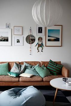 I love the contrast between colors in the room and how the colors were picked up from the beach photo.