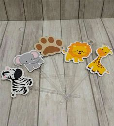 Toppers de Doces Safari Birthday Party Decorations, Birthday Parties, Leo, Scrap, Baby Shower, Transformers, Celebrations, Safari Candy Table, Rainforest Animals