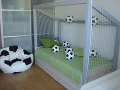 Ideias para Decorar Quarto de Menino com o Tema Futebol Ideas for Decorating a Boy's Room with the F Boys Football Bedroom, Football Rooms, Baby Bedroom, Girls Bedroom, Soccer Room Decor, Toddler Floor Bed, Bed Goals, Bedroom Themes, Bedroom Ideas