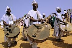 Hausa: The land: Nigeria, West Africa Population: 20 million Language: Hausa, English (Hausa is one of the easiest to learn and widely spoken tribal languages in Western Africa). Afrique Art, African Drum, West African Food, Bagdad, African Tribes, People Of The World, Art Store, Art Music, Musicals
