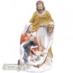 Porceleinen beeld van Jozef, Maria en Jezus. Zeer gedetaileerd uitgevoerd.  Materiaal: Porselein.  Afmetingen: Hoogte: 25 cm Breedte: 13 cm Diepte: 13 cm