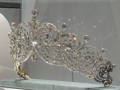 Close up of the Essex tiara, made for the Countess of Essex in 1902. The Essex tiara is now owned by Cartier. It was loaned to (Crown) Princess Margarita of Romania for her wedding in 1996.