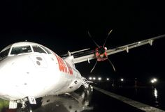 Petugas Evakuasi Wings Air yang Tergelincir di Bandara Semarang