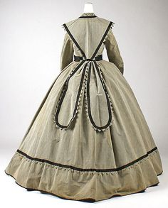 c. 1868 American wool dress, length at CB: 60.5 inches.