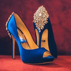 Royal blue will always be Kat's favorite color. And diamond is her birthstone. #beautifulshoes #type4challenge #aprilphotochallenge #photooftheday #favoritecolor #royalblue #lifestyleblog #igeverydayblm #type4naturals