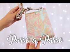 Bolsa Fácil para Iniciantes   Passo a Passo - YouTube Youtube, Patches, Molde, Fabric Purses, Step By Step, Creativity, Scrappy Quilts, Craft, Youtubers