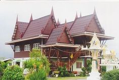Beautiful traditional thai housing with a bit of modern for Traditionelles thai haus