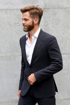 Chris Pine Jets to Milan for Giorgio Armani Fashion Show!: Photo Chris Pine looks mighty fine in a suit while attending the Giorgio Armani Show held during 2015 Milan Menswear Fashion Week Spring Summer on Tuesday (June in… Mens Fashion Week, Mens Fashion Suits, Love Fashion, Fashion Show, Milan Fashion, Suit Without Tie, Suit And Tie, Chris Pine, Moustaches