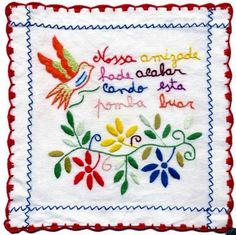 Lenços dos namorados Embroidery Patterns, Hand Embroidery, Sewing Accessories, Filet Crochet, Needlework, Decoupage, Cross Stitch, Arts And Crafts, Textiles
