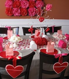 Are you going to have a party on Valentine's Day? if yup, here are Valentine's Party Decorations Ideas for you. Almost inseparable colors for parties on Valentine&… Valentines Day Dinner, Valentines Day Hearts, Valentines Day Decorations, Valentine Day Crafts, Valentine Party, Valentine Ideas, Valentine Table Decor, Printable Valentine, Homemade Valentines
