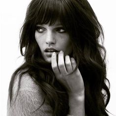 Long hair - a symbol of femininity and beauty. However, such hair may look quite boring without the proper design. We offer you various options of cutting-edg lange haare mit pony 45 Best Hairstyles For Long Hair With Bangs Hair Day, New Hair, Your Hair, Long Hair Cuts, Grunge Hair, Great Hair, Trendy Hairstyles, Classic Hairstyles, Natural Hairstyles