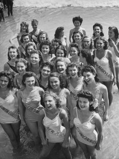 A view of the contestants at the Atlantic City Beauty Contest, Black And White Portraits, Black And White Photography, Vintage Photography, Portrait Photography, Photography Ideas, Street Photography, Vintage Swimsuits, Vintage Bikini, Beauty Contest