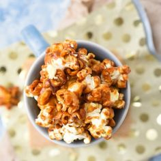 Making crunchy caramel popcorn is super easy to make at home. Here is how you can make it.