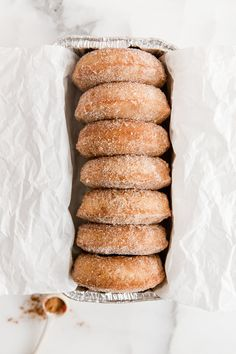 Baked Apple Cider Doughnuts - these light and spongy cinnamon sugar coated Apple Cider Doughnuts are so delicious, bet you can't eat just one! Yummy Treats, Sweet Treats, Baked Donuts, Doughnuts, Apple Cider Donuts, Homemade Donuts, Tea Recipes, Mini Donut Recipes, Recipies