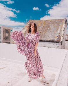 When you're feeling your outfit & the sun is shining so you do a spontaneous 10 minute photoshoot on the roof 😂. Zoella Outfits, Converse Jacket, Zoe Sugg, Cool Outfits, Fashion Outfits, Most Beautiful Women, Elegant Dresses, Dresses Online, Short Sleeve Dresses
