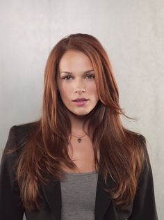 Amanda Righetti really works as Kate Campbell, the heroine of Defender (and is so close to the model on the actual book, it's kind of uncanny). Her hair should be a little less red.