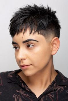 A taper fade haircut for women works for straight as well as curly hair. You can also go for a short, mid or long option. New Mens Haircuts, Edgy Short Haircuts, Popular Haircuts, Hairstyles Haircuts, Best Fade Haircuts, Very Short Hair, Short Hair Cuts For Women, Pixie Cut, Short Pixie