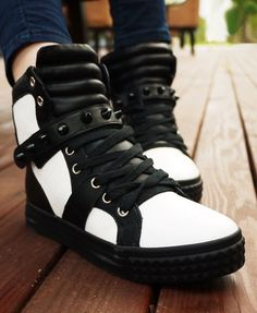 High Top Sneakers in Mono