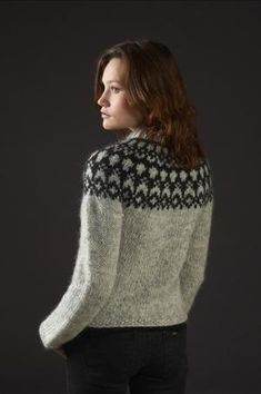 Pattern - HÉLA - Icelandic knitted cardigan in Álafoss Lopi - FREE in english Fair Isle Knitting Patterns, Knit Patterns, Ropa Free People, Icelandic Sweaters, How To Purl Knit, Free Knitting, Pulls, Knitting Projects, Free Pattern