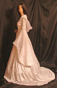 Fabuleuse robe avec capuche veuve écossaise à la main par moi pour vous de vous adapter parfaitement à vos mesures  la robe est en velours blanc                                                                                                                                                      Plus