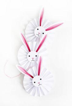 J'adore cette guirlande de lapins en rosettes !!!