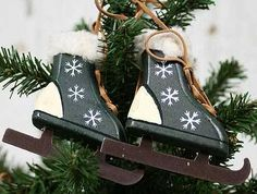 Primitive Wooden Ice Skates Ornament - Christmas Ornaments - Christmas and Winter - Home Decor Primitive Christmas Ornaments, Primitive Santa, Christmas Wood, Christmas Stockings, Xmas, Painted Ice Skates, Block Painting, Holiday Crafts, Holiday Decor