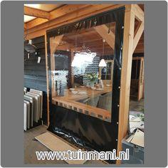 Vanaf vandaag in onze showroom te zien! Een #verandadoek, die ervoor zorgt dat u onder uw #terrasoverkapping uit de wind kan zitten en toch uw #tuin in kan kijken. Ook verkrijgbaar met een deur met een rits en in diverse kleuren. Binnenkort ook op www.tuinmani.nl  #deventer #tuinmani #veranda #overkapping #windscherm #prieel