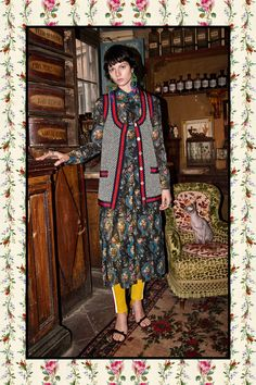 The complete Gucci Pre-Fall 2017 fashion show now on Vogue Runway. Gucci Fashion, Live Fashion, Fashion Week, Fashion 2017, Runway Fashion, Gucci Pre Fall 2017, Gucci 2017, Guccio Gucci, Fall Fashion Trends