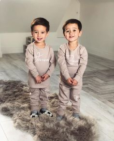Cute Baby Twins, Twin Baby Girls, Cute Little Baby, Twin Babies, Cute Baby Pictures, Newborn Pictures, Twin Baby Announcements, Twin Baby Photography, Twin Baby Photos