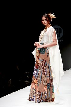 Modern Barong and Filipiniana at the Philippine Fashion Week Spring-Summer Collection 2015 Filipino Fashion, Asian Fashion, Philippines Fashion, Philippines Culture, Barong Tagalog For Women, Ethnic Outfits, Fashion Outfits, Modern Filipiniana Dress, Tribal Fashion