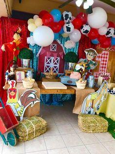 Farm Animal Birthday, Farm Birthday, 1st Birthday Parties, Farm Themed Party, Farm Party, Baby Sensory Play, Barnyard Animals, Holidays And Events, First Birthdays