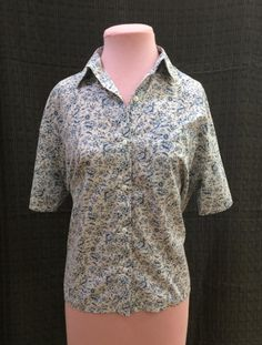 1980s Blue and White Floral Blouse M-L $10