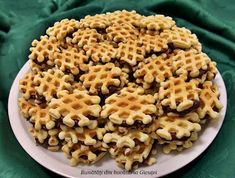 Faguri cu crema de cacao Oreo Cupcakes, Macaroni And Cheese, Waffles, Biscuits, Good Food, Food And Drink, Sweets, Cooking, Breakfast