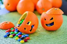 Lush Halloween 2018 Haul Cute Halloween DIY idea with oranges and smarties. Goes well with Jelly Bellys or tangerines. # Halloween Party IdeasHalloween snack ideas for the schoolFunny Halloween DIY for kids: tangerines as Halloween 2018, Soirée Halloween, Adornos Halloween, Manualidades Halloween, Family Halloween, Holidays Halloween, Halloween Treats, Halloween Juegos, Halloween Desserts