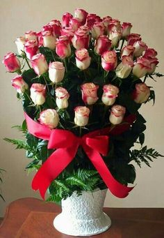 If you want to make your husband feels positive about you, it is time to send him flowers online. Image Beautiful, Beautiful Rose Flowers, Amazing Flowers, Colorful Flowers, Tropical Floral Arrangements, Large Flower Arrangements, Flower Vases, Birthday Wishes Flowers, Happy Birthday Flower