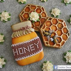 """591 Likes, 6 Comments - ☘ Nell (@cookie.deco.fun) on Instagram: """"Honey  #royalicingcookies #royalicing #cookie #cookiedecorating #cookietime #cookieart…"""""""