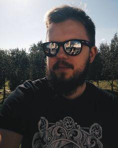A jak tam Wasze oczekiwanie na autobus? #sun #summer #holidays #nature #forest #tree #park #beard #moustache #bear #black #sunglasses #malta