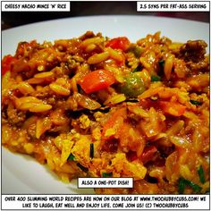 low syn cheesy nacho mince and rice - twochubbycubs Slimming World Dinners, Slimming Eats, Slimming World Recipes, Minced Beef Recipes, Mince Recipes, Cheesy Nachos, Slow Cooked Pulled Pork, Pork Recipes For Dinner, Healthy Eating Recipes