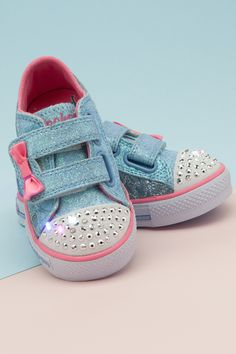 If they were any cuter, they'd have a bow on them. Oh wait. Kid Shoes, Baby Shoes, Big Bows, Summer Kids, Shoe Shop, Cool Kids, Fashion Show, Footwear, Man Shop