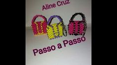 Tutorial - Minions de miçangas - YouTube Beaded Purses, Beaded Bags, Beaded Jewelry, Beaded Crafts, Mini Purse, Chainmaille, Diy Toys, Cloth Bags, Bead Art