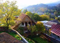 Dilijan, Armenia - Diliján o Dilizhán es una localidad situada en la provincia de Tavush, en Armenia. Se encuentra enclavada en el Parque Nacional Dilijan, y es una de las más importantes estaciones turísticas del país.