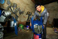 Esta familia china de granjeros convierten la chatarra en Transformers