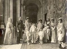 La familia real en el bautizo de la infanta María Cristina