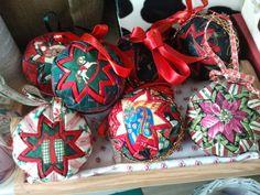 Kerstballen van stof