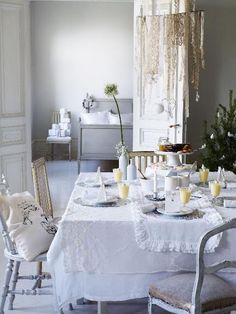 cute with layered table cloths