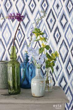 Behang met ikat motief in diep blauw, collectie Cabana ESTAhome.nl